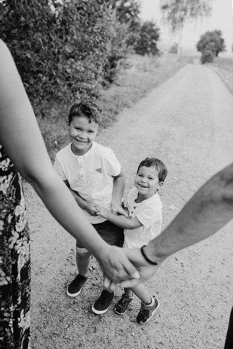 Kinder Kids Geschwister Foto Baumann Kinderfotografie Familienfotos Familienfotografie Cham Daniela Hübler